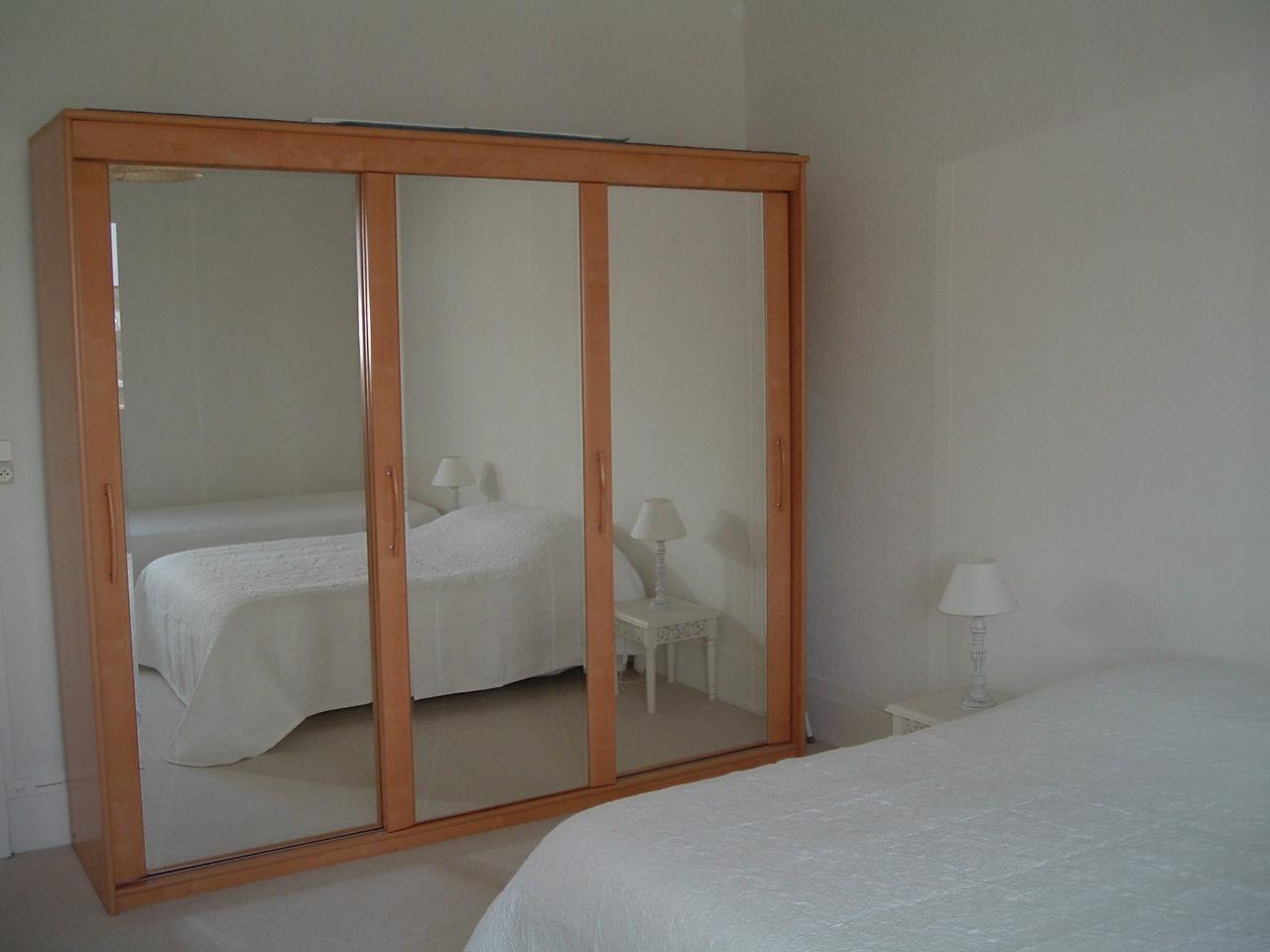 Appartement - Grande armoire chambre ...